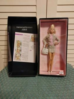 DARIA SHOPPING QUEEN Model of The Moment Doll   Barbie Gold