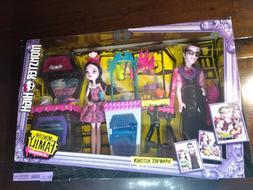 Monster High Monster Family Vampire Kitchen Playset & 2-Pack